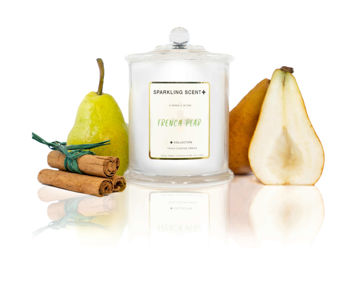 Glossy white shining French Gala Candle with a gold and white sticker. Surrounded with what you can imagine from the scent, French pear deserts and cinnamon.